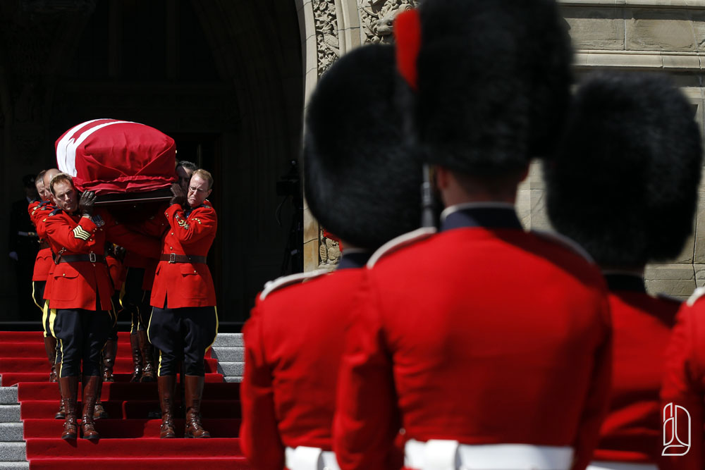 RCMP remove casket of NDP Leader Layton