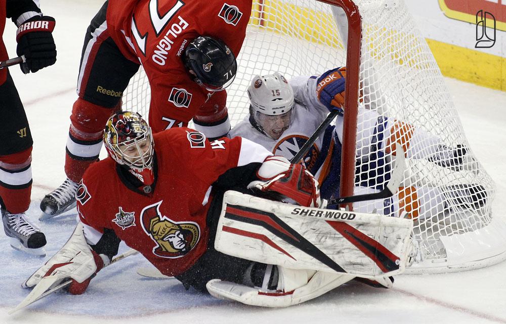 Islanders' Parenteau hits Senators' Anderson by Foligno