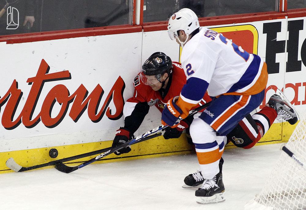 Senators' Alfredsson is hit by Islanders' Streit