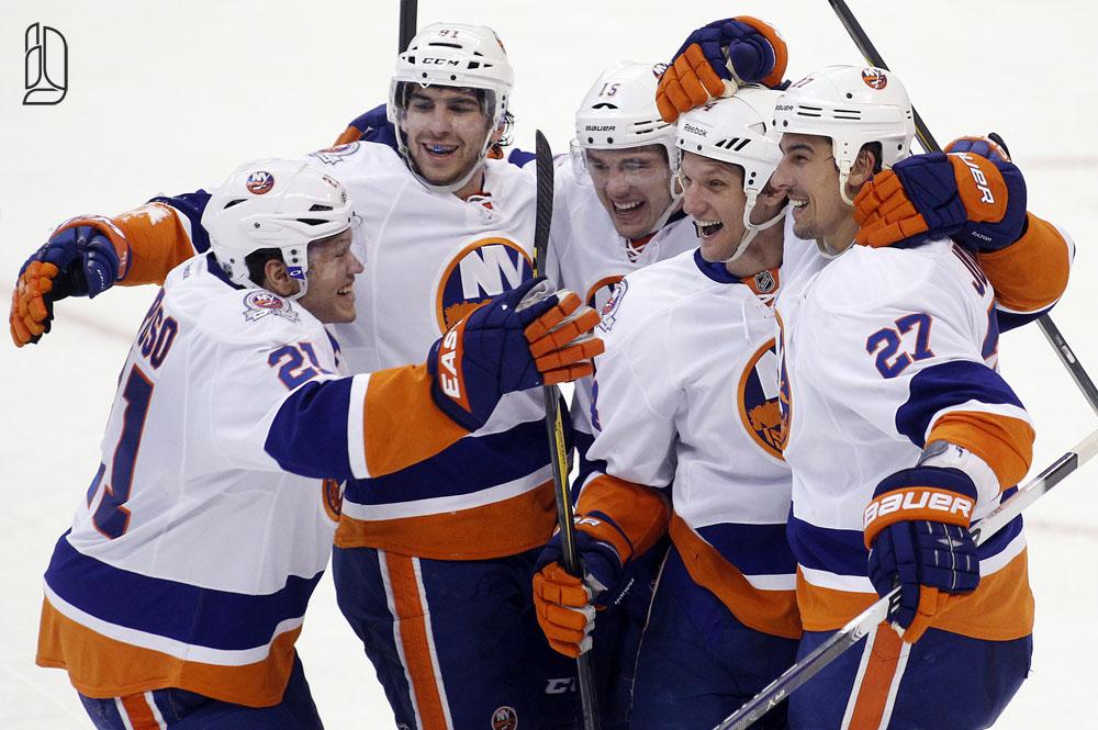 Islanders Eaton celebrates his goal against Senators with teammates