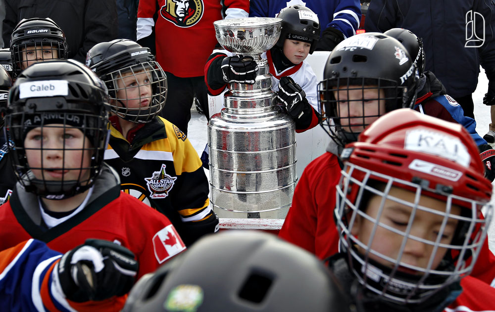 Stanley Cup escorted up the Rideau Canal for All-Star game in Ottawa
